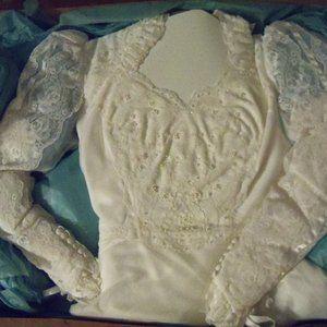 LONG SLEEVE WHITE Wedding Dress SIze 6 Sheer